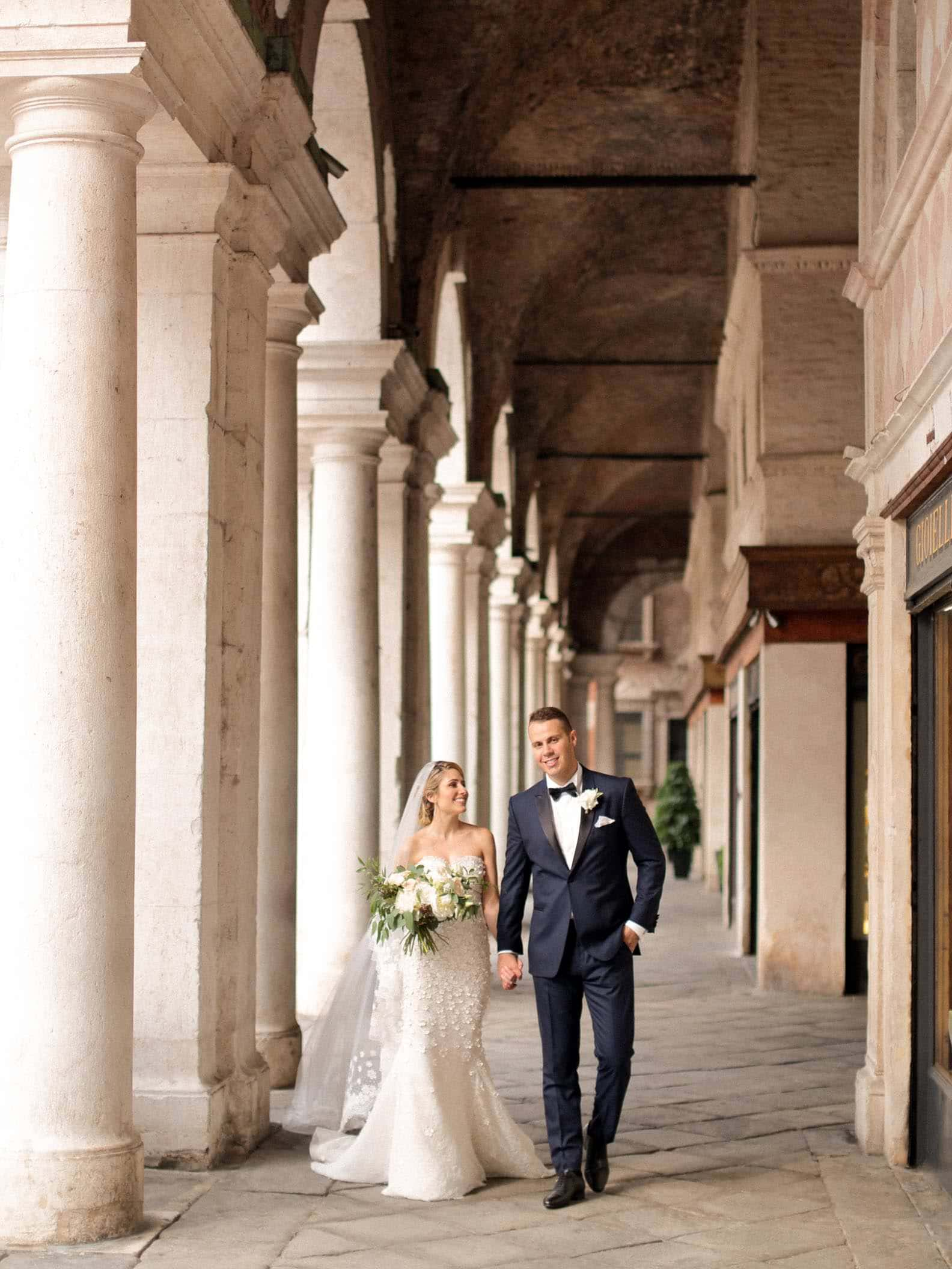 bride and groom walinking through the streets of vicenza