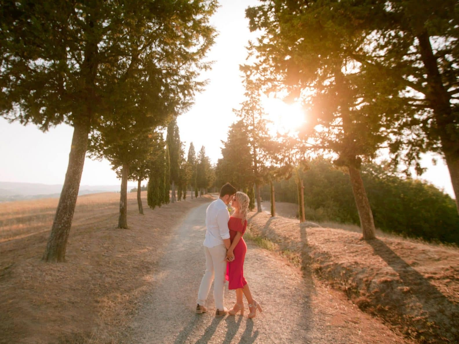 epic photos in tuscany for an engagement session