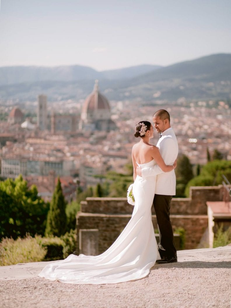 amazing portrait session for this wedding in the heart of Florence