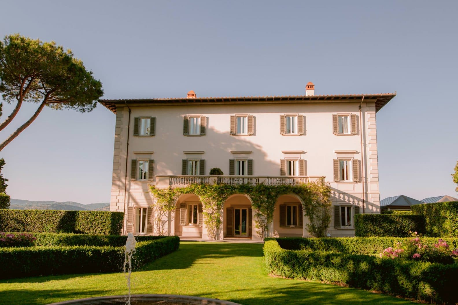 villa la vedetta is one of the best wedding venue in Tuscany