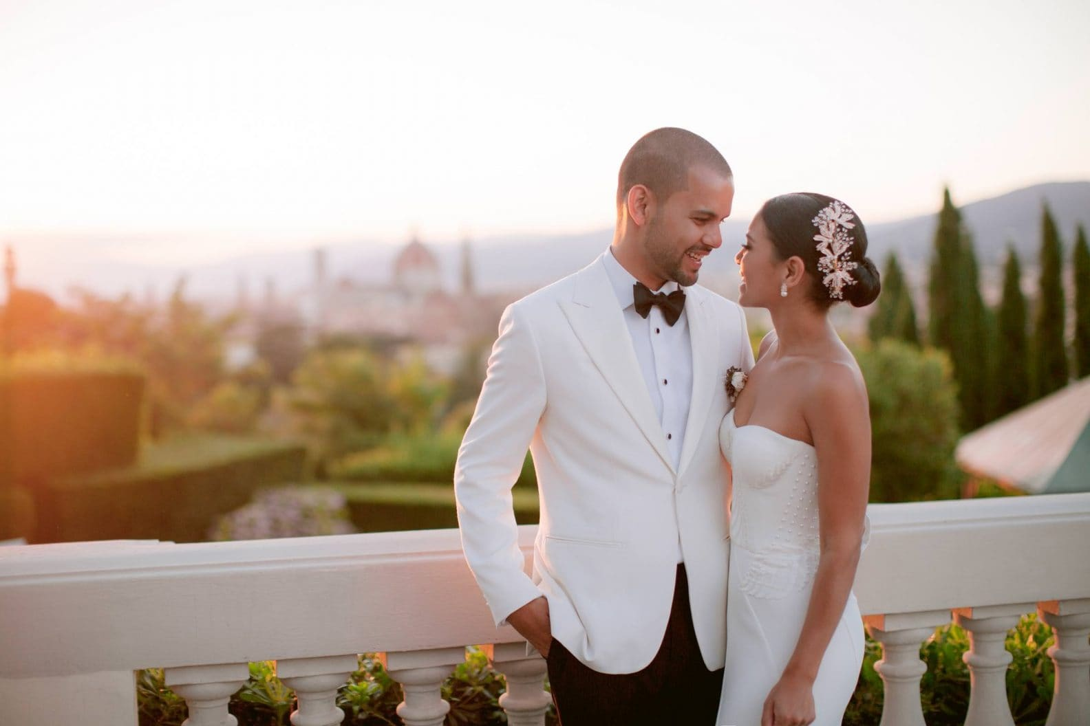 the newlywed with the duomo in the backdrop