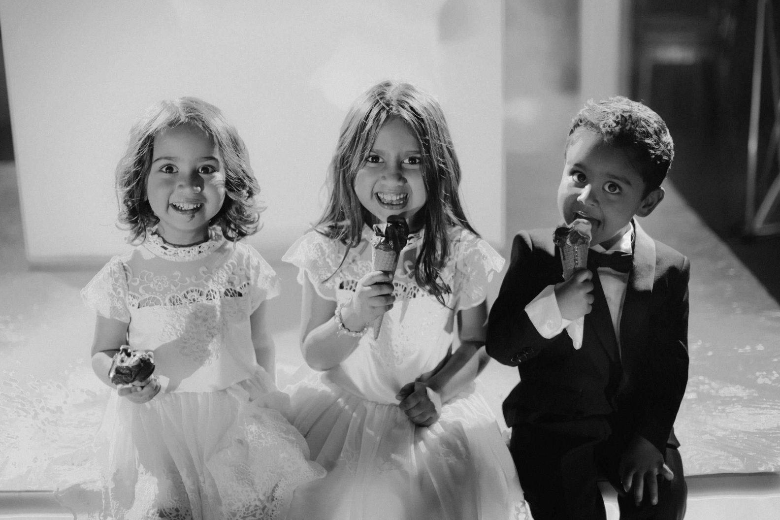 kids are enjoing gelato during the wedding dinner