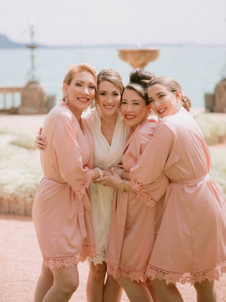 the bride with her mother and sisters