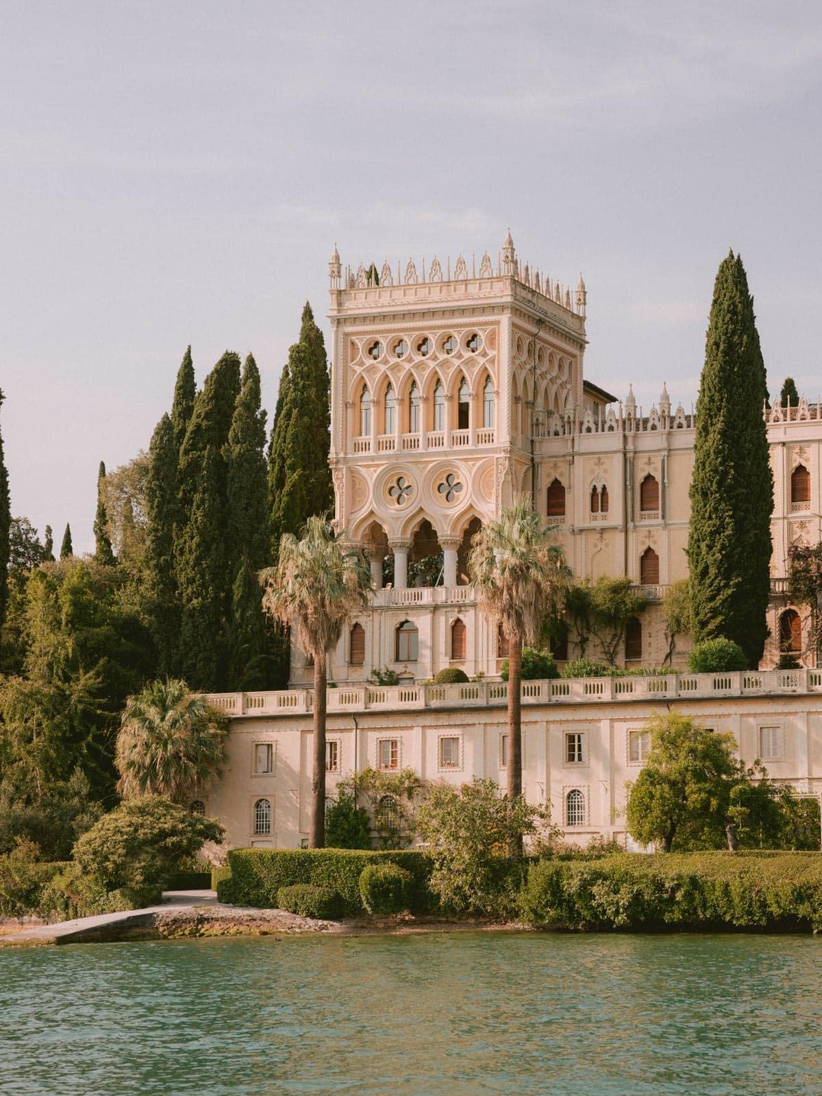 the Isola del Garda wedding ceremony venue