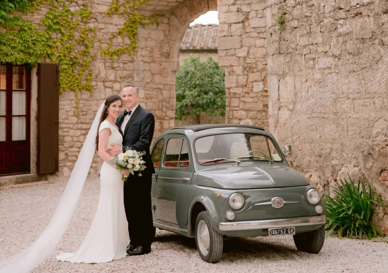 vintage fiat 500 with bride and groom in the courtyard