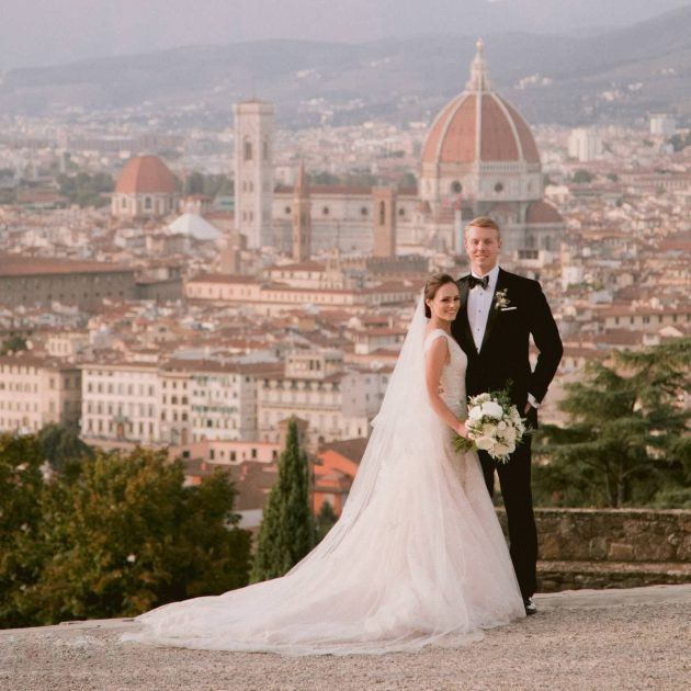 beautiful wedding shot with a great Duomo view in Florence