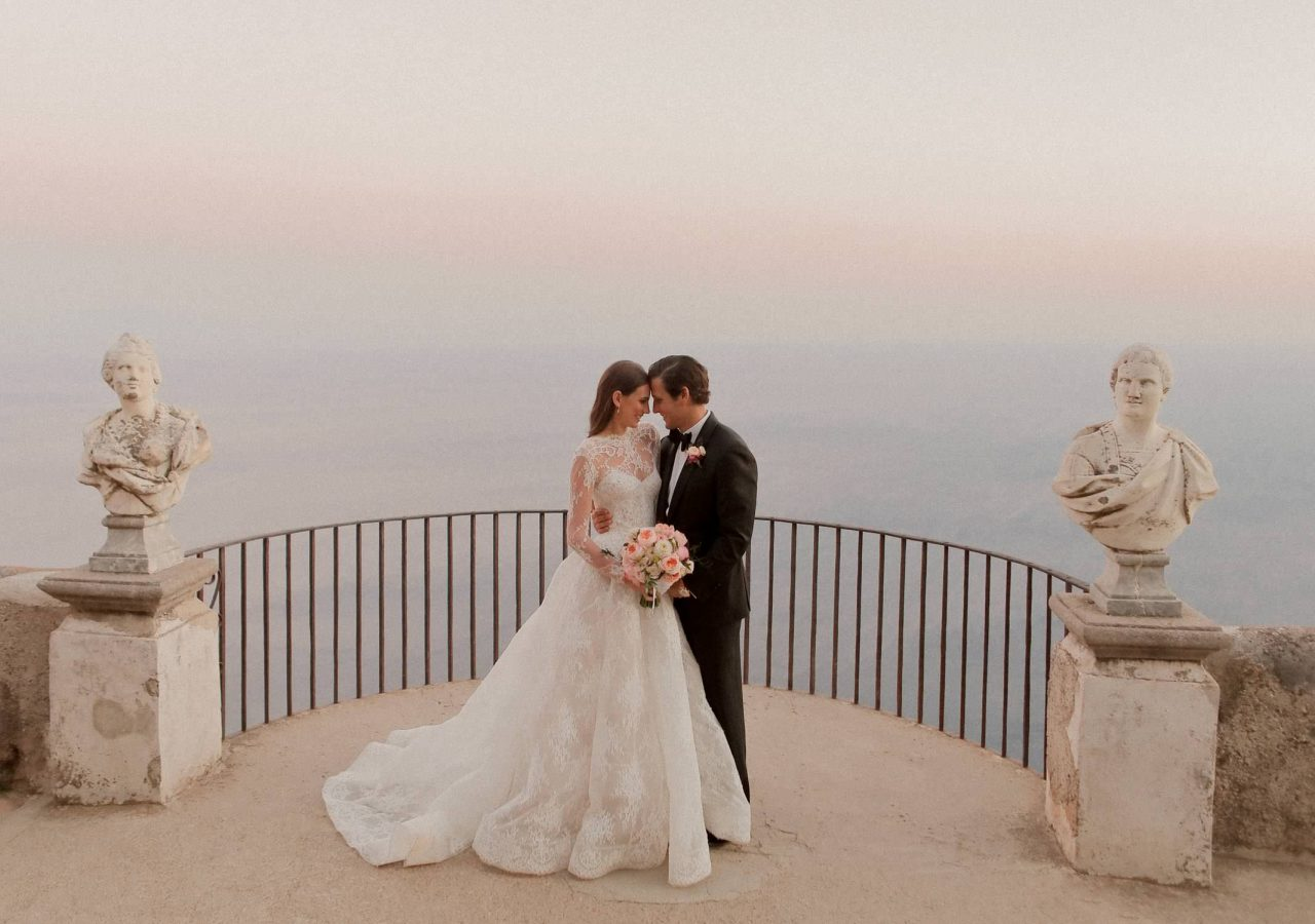 newlyweds by the terrace of infinity in Ravello